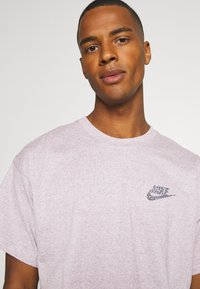 Nike Sportswear - Basic T-shirt - multi coloured/red - 3