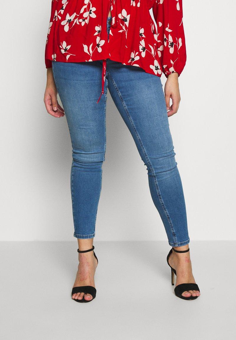 Zizzi - LONG SANNA - Slim fit jeans - light blue denim