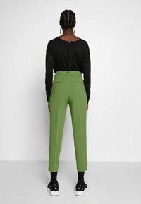 Benetton - TROUSERS - Trousers - khaki - 2