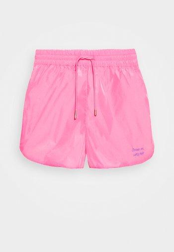 SABRINA - Shortsit - pink