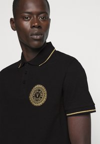 Versace Jeans Couture - ADRIANO LOGO - Poloshirt - nero - 4