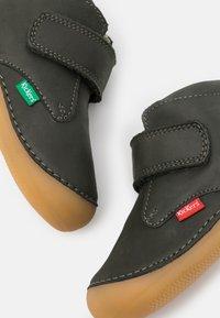 Kickers - SABIO - Babyschoenen - kaki - 5