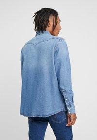 Wrangler - Overhemd - blue - 2