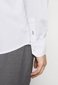 Kronstadt - JOHAN EASY CARE  - Kostymskjorta - white - 5