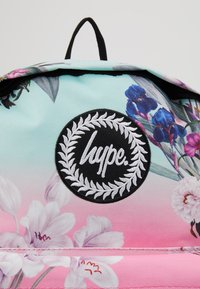 Hype - BACKPACK FLORAL FADE - Batoh - multi - 2