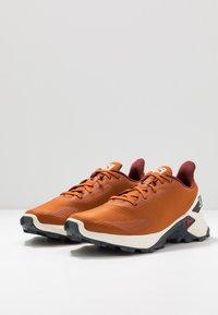 Salomon - ALPHACROSS BLAST - Trail running shoes - umber/vanilla/ebony - 3