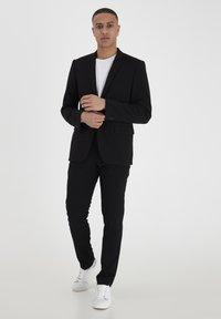 Casual Friday - PIHL SUIT PANTS - Suit trousers - black - 1