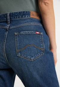 Mustang - MOMS - Jeans Tapered Fit - blau - 5