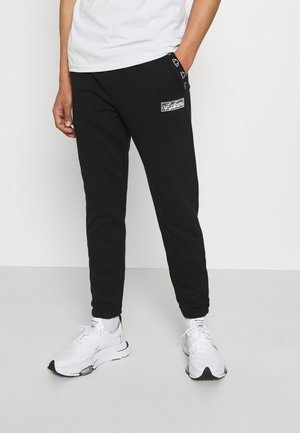 TCC X ELLESSE MENS RELAXED FIT JOGGERS WITH TOWELLING BAD - Teplákové kalhoty - black