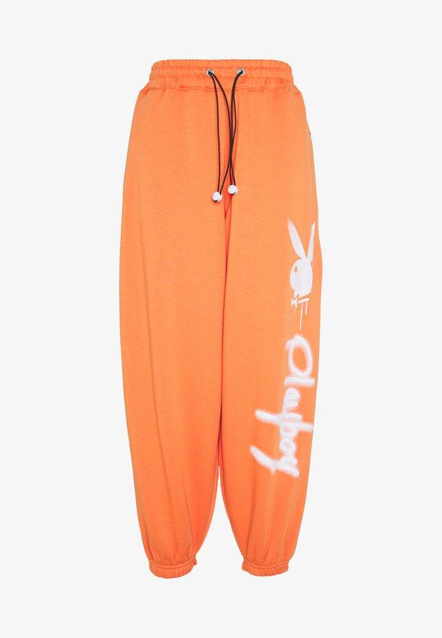 PLAYBOY JUMBO  - Pantaloni sportivi - orange