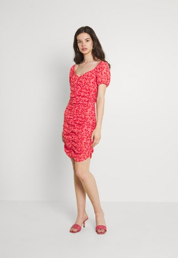 VIPHILLA RUCHED DRESS - Kjole - barberry/flower