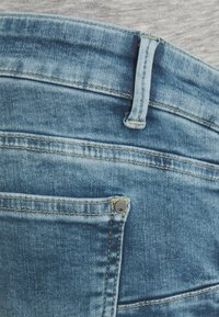 MAMALICIOUS - MLTRINITY CROPPED - Slim fit jeans - light blue denim - 2