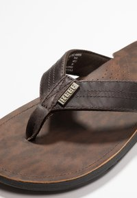Reef - J-BAY - tåsandaler - dark brown - 5
