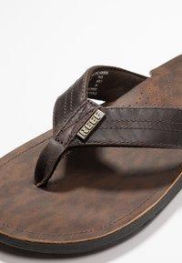 Reef - J-BAY - Sandály s odděleným palcem - dark brown - 5