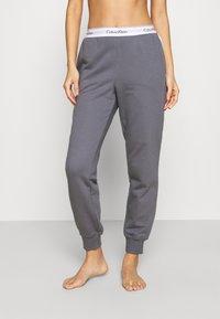 Calvin Klein Underwear - MODERN LOUNGE - Pyjamahousut/-shortsit - pewter - 0