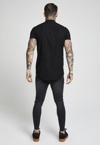SIKSILK - GRANDAD SLEEVE FITTED - Skjorta - black - 3
