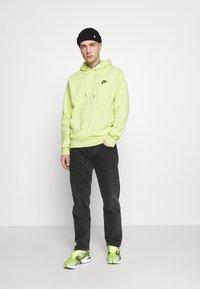 Nike Sportswear - HOODIE - Sweat à capuche - limelight/smoke grey - 1