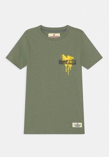 HULO - Print T-shirt - light army green