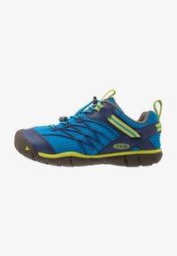 Keen - CHANDLER CNX - Zapatillas de senderismo - brilliant blue/blue depths - 1