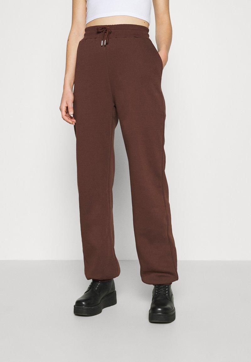 Nly by Nelly - PERFECT SLOUCHY PANTS - Pantalon de survêtement - brown