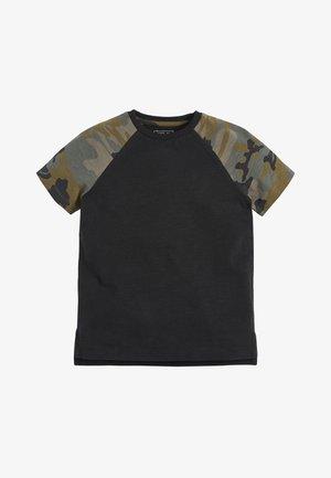 CAMOUFLAGE 3 PACK CAMO SHORT SLEEVE RAGLAN T-SHIRTS (3-16YRS) - T-shirt med print - black