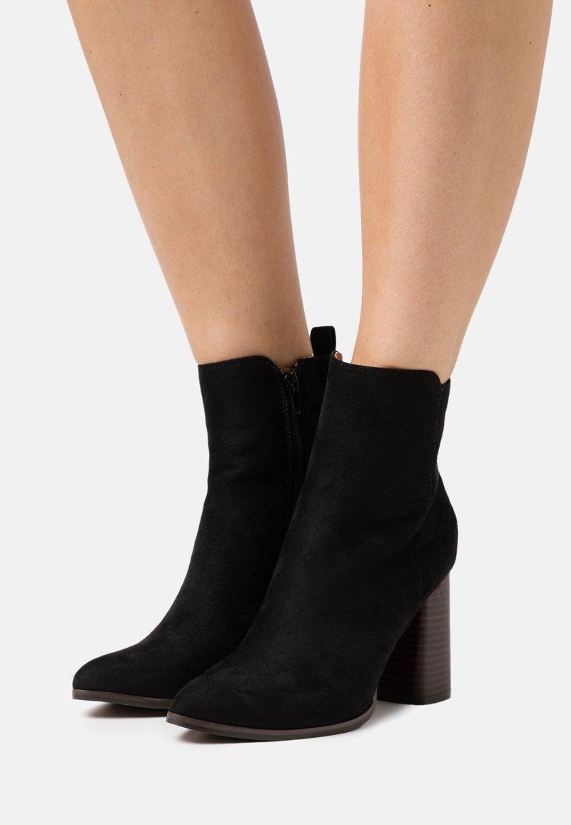 ONLY SHOES - ONLBRODIE LIFE HEELED BOOTIE   - Kotníková obuv na vysokém podpatku - black