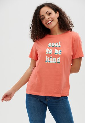 MAGGIE COOL TO BE KIND - Print T-shirt - coral