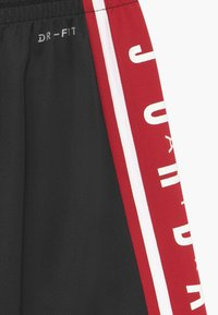 Jordan - Sports shorts - black - 3