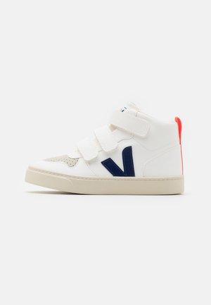 SMALL MID UNISEX - Zapatillas altas - white/cobalt/orange fluo