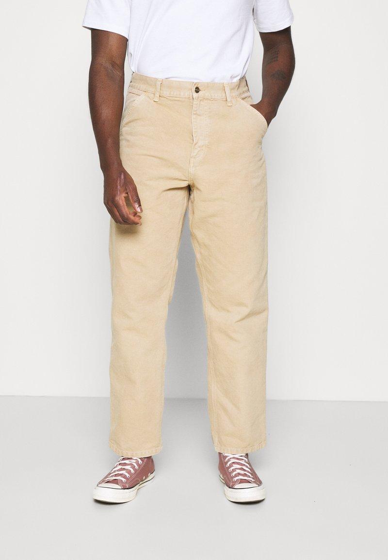 Carhartt WIP - DEARBORN SINGLE KNEE PANT - Trousers - dusty brown