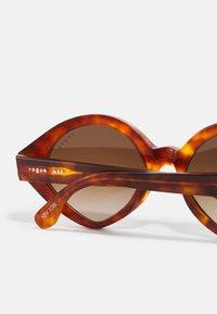 VOGUE Eyewear - NEW YORK - Occhiali da sole - yellow havana - 2