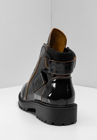 Betsy - Lace-up ankle boots - schwarz - 4