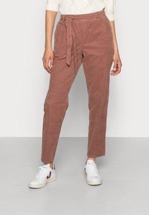 KEWI PANT - Kalhoty - nutmeg