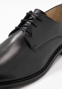 Royal RepubliQ - ALIAS CLASSIC DERBY SHOE - Eleganta snörskor - black - 5
