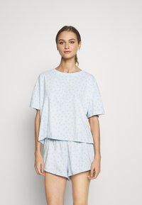 Monki - TOVA SET - Pyjama set - blue light rosey - 1