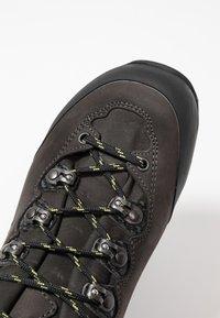 Lowa - CAMINO GTX - Hiking shoes - anthrazit/kiwi - 5