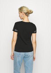 Calvin Klein Jeans - OUTLINE LOGO TEE - Printtipaita - black - 2