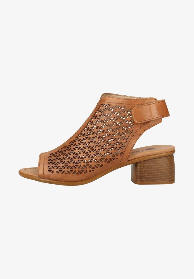 Sandalen met enkelbandjes - muskat