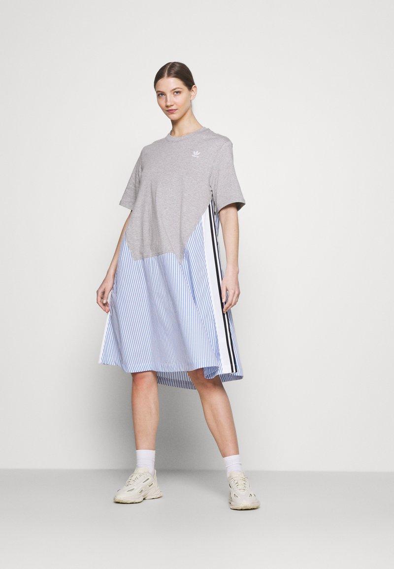 adidas Originals - Dry Clean Only xSHIRT DRESS - Vestido ligero - medium grey heather