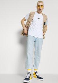 WAWWA - CLOUD CAMO UNISEX  - Print T-shirt - white - 4
