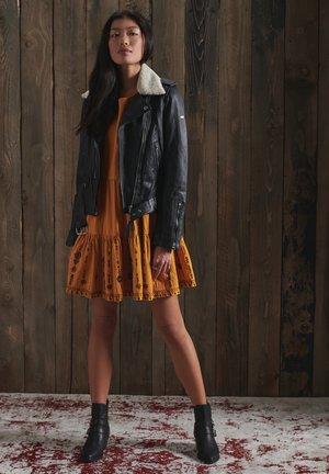 ANISA - Day dress - ochre