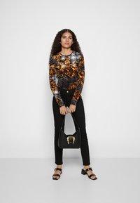 Versace Jeans Couture - BUCKLE SHOULDER BAG - Handbag - nero - 6