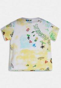 Guess - Print T-shirt - beach club yellow - 2