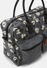 Kidzroom - DIAPER BAG MICKEY MOUSE BETTER CARE SET - Bolsa cambiador - grey - 4
