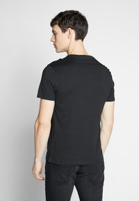 Pier One - 3 PACK - T-shirt basic - black/white/blue - 3
