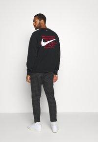 Nike Sportswear - Collegepaita - black/white - 2