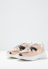 Dorothy Perkins - ISAAC CHUNKY TRAINER - Trainers - blush - 4