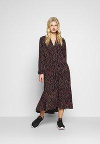 Moss Copenhagen - MILANA MOROCCO DRESS - Kjole - milana - 1