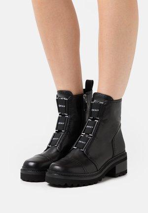 BARRETT BOOT - Platform ankle boots - black/white