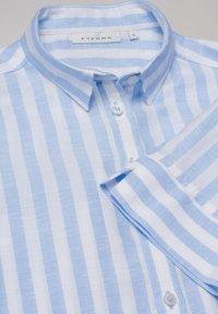 Eterna - Button-down blouse - hellblau weiß - 4